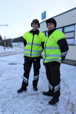 Geir Steffensen og Per Oddvar Almli, begge avdelingsingeniører ved Statens Vegvesen, Utekontroll region Nord, sto for kontroll av dekk og kjettinger på vogntog som skulle inn i industriparken, siste fredag i november.