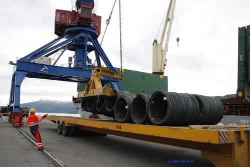 Rana Industriterminal AS gjennomførte i 2013 en stor og viktig investering, ved at de i juni fikk satt i drift en ny havnekran.