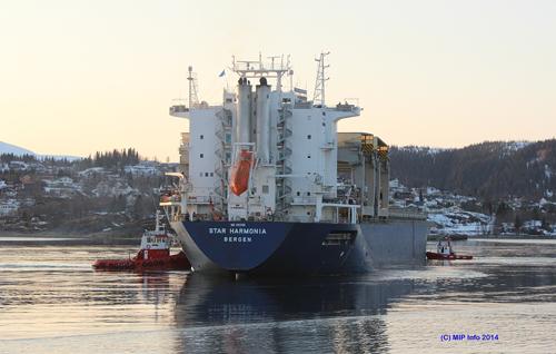 MS Star Harmonia på vei inn til Mo i Rana fredag ettermiddag med de første 4370 rørene.