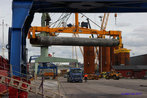 Two pipes being loaded on board in Rem Stadt. In the background we can see the preparations to ship the suction anchors produced by Momek Fabrication AS. These were shipped out over three trips, the first was during the first weekend in July.
