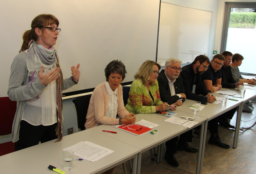 Alle partiene stilte med representanter i debatten. Fra venstre: Kristelig folkeparti, Arbeiderpartiet, Ssialistisk Venstreparti, Høyre, Fremskrittspartiet, Venstre, og Senterpartiet.
