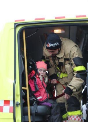 Sikkerhet var i fokus under brannbilkjøringen.