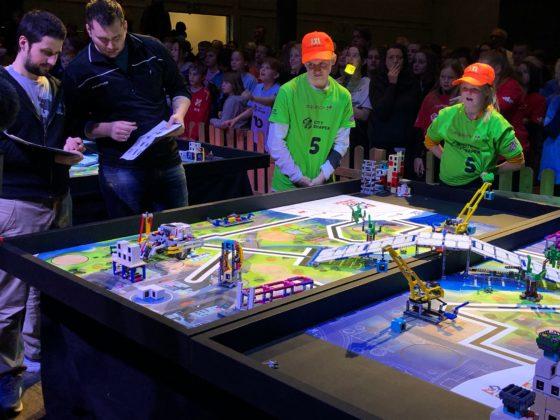På bil de ser vi Elsfjord som vant robotkjøring, men det var Korgen Lego Locos som kvalifiserte seg til den skandinaviske finalen i Roskilde.