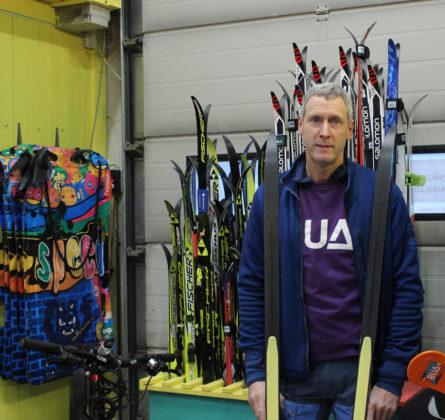 Wim har god kompetanse på bruken av utstyret etter 15 i sportsbutikk.