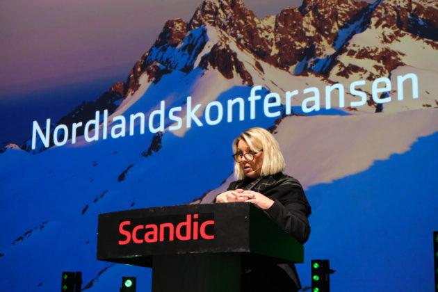 Kommunal- og moderniseringsminister Monica Mæland var enig at vi må lære av hverandre og ta nabopraten og at ordskiftet må tones ned.