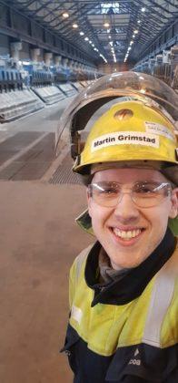 Martin Grimstad trives godt i sin jobb hos Alcoa i Mosjøen.