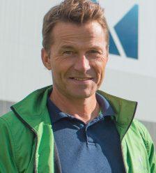 Jan Gabor foran vegg_headshot