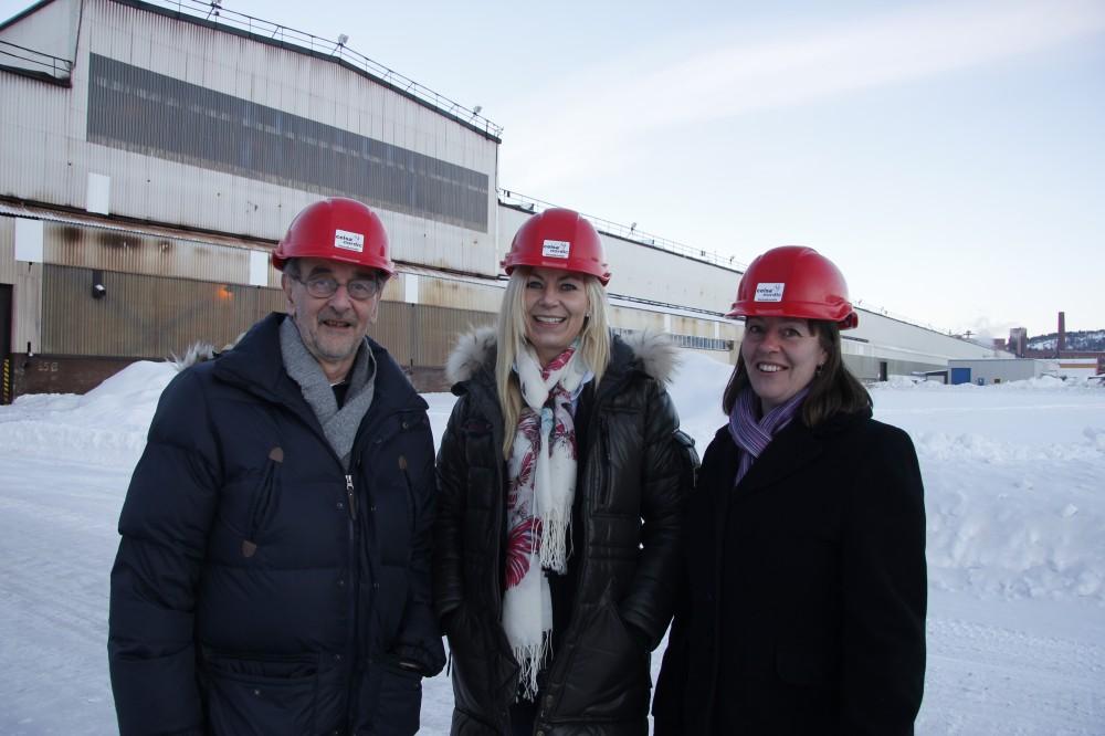 Kundeansvarlig (KAM),Per Hårderup(t.v), Elin Duus (KAM), og prosjektansvarlig Charlotte Ståhl, står utenfor det som vil bli en ny og ferdigstilt luftgassfabrikk første mai 2014.