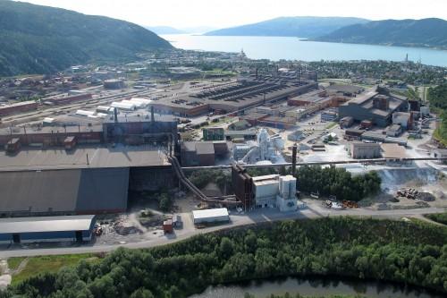 Mo Industripark fra øst, med Fesil Rana Metall i forgrunnen.