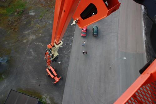 Til kurset var det leid inn en JLG 1500 SJ fra Momek Group AS, - det som kalles verdens største personløfter.  Her er det 45,7 meter over bakken.