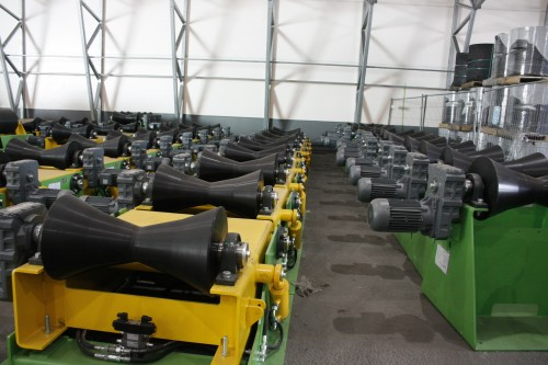 - I tida framover vil det komme 60 trailere med produksjonsutstyr opp til Mo i Rana. Dette er laget i Europa av ulike leverandører, og deretter koordinert fra Nederland før forsendelse opp til Mo, forteller Henriksen.