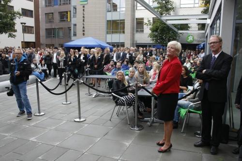 Kunnskapsminister Kristin Halvorsen foresto den offisielle åpningen av Campus Helgeland den 20. august. Her står hun sammen med rektor Paal A. Pedersen ved Universitetet i Nordland.