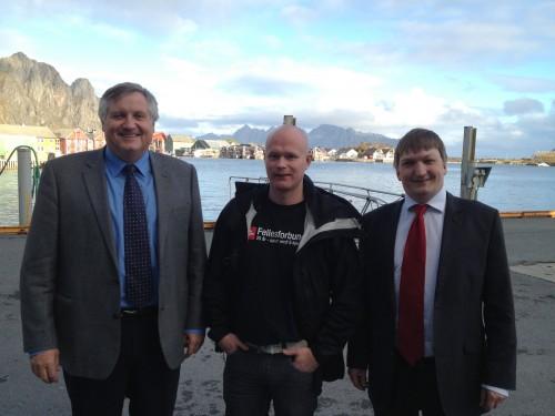 F.v. adm. dir. Kjell Sletsjøe, klubbleder Ricky Hagen, og innkjøpssjef Alf A. Øverli, fra Rana Gruber AS.