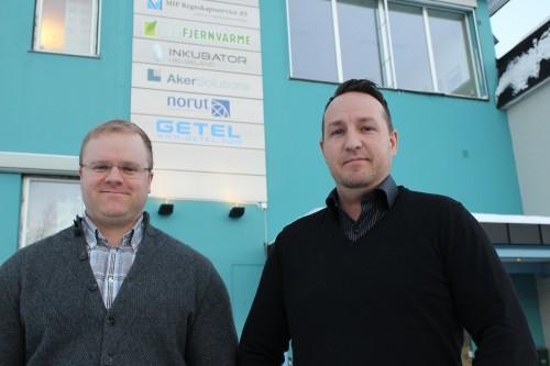 - På Helgeland og de fleste stedene i Norge er variasjonen i spenning på strømnettet en kritisk faktor for LED-belysning, og manglende fokus på dette  i produksjonsleddet gir funksjonsfeil og ødelagte produkter.  Våre LED-produkter er utviklet for å holde høy kvalitet og lang levetid, til tross for spenningsvariasjonene, forteller (f.v.) Audun Bjørkmo og Daniel Aune i Getel AS.