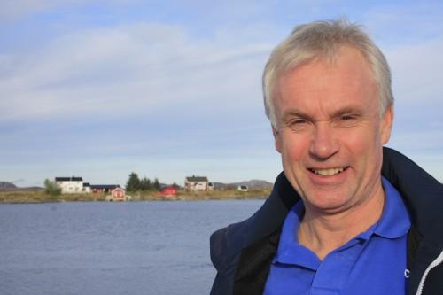 Når vi skal ansette personell i BP, eller når leverandører får oppdrag til Skarv, så forsøker vi å finne fram til personell og leverandører som kommer fra Helgeland, under ellers like forhold. Helgeland V&M er en av flere som har fått oppdrag, sier Sverre Østerdal, her fra sitt anker på Helgeland; hytta på Herøy.