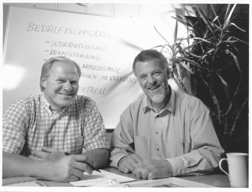 Per Arvid Bruun og Terje K. Indahl fra Bedriftsopplæring AS, fra ca. 1990. Per Arvid Bruun arbeidet med kurs for kran- og maskinførere, mens daglig leder Terje K. Indahl var sentral innenfor lederopplæring.