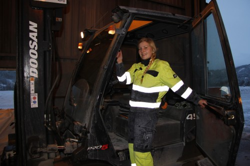 Lill Karin Fagerdal, operatør ved Fesil Rana Metall AS.