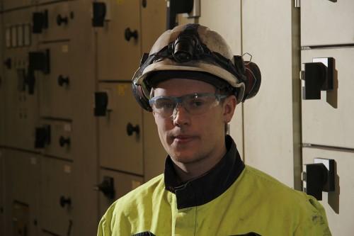 Stig Robin Aspvik er elektriker ved Fesil Rana Metall AS: