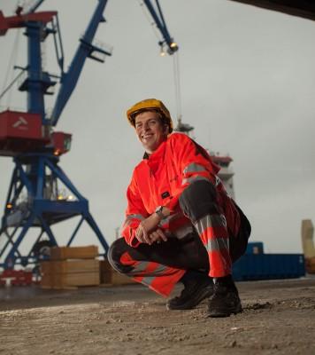 Vaidas Plauska jobber som operatør ved Rana Industriterminal AS.