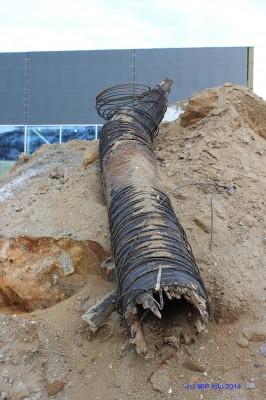 Deler av den gamle hovedvannledningen fra A/S Norsk Jernverk var laget i tre. Den ble nylig avdekket under gravearbeid i Blåbærveien.