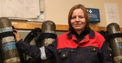 - Å være med i industrivernet gjør at jeg lærer mye om brannvern. Vi lærer også mye om førstehjelp, noe som er nyttig å kunne i mange sammenhenger, sier Linda Thynes ved Glencore Manganese Norway AS.