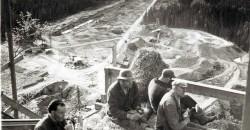 Lunsjpause ved vannverkstunnellen, i Svabo, 1949.