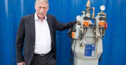 Gründeren Sverre Hanssen vokste opp i Utskarpen, og med base på Rogaland, og senere Canada, har han vært med å starte en rekke selskap. Han er nå styreformann i Enwa Water Treatment AS, et selskap der familieselskapet er hovedaksjonær.  Enwa leverer blant annet vannrensingsanlegg til skip og oljeplattformer.