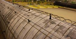 Under «pegging» av rørene oppsto det statisk elektisitet. «Pegging» er prosessen med å feste små plastik-klosser mellom rør og armering, for å ha lik avstand mellom disse under coatingen.