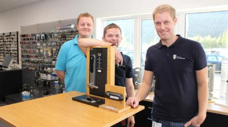 De ansatte i Nordland Lås & Sikkerhet AS er godt fornøyde med nye lokaler, like ved hovedporten i Mo Industripark. Fra venstre: Espen Breen, Håvar Guldhav og Alexander Ræstad.