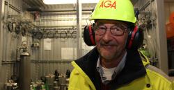 Anlegget i MIP er et svært moderne anlegg. Det har kun en kompressor i produksjonsanlegget for luftgasser, som er en nyvinning. Dette er det første av AGAs luftgassanlegg som kun har en, da det vanlige er å ha to, forteller Per Hårderup i AGA Norge AS.