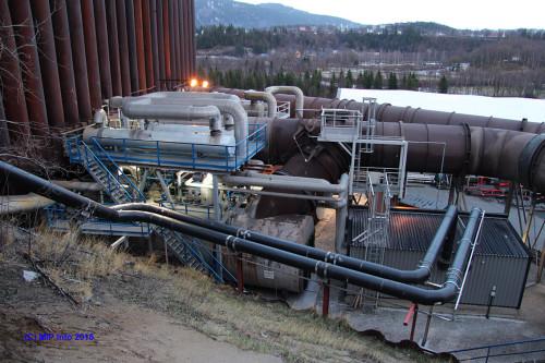 Røykrørsanlegget til Mo Fjernvarme AS ved Fesil Rana Metall AS er hovedkilden for gjenvunnet varme.