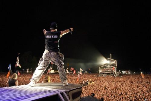 Den legendariske Bruce Dickinson, vokalist i rockebandet Iron Maiden, holdt et meget inspirerende foredrag under Smelteverket i Momek-hallen.  Bildet er fra en av hans rockekonserter.