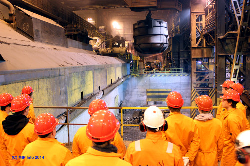 Forkurset for ingeniørstudiet besøker Celsa Armeringsstål AS. Her i skraphallen i stålverket.