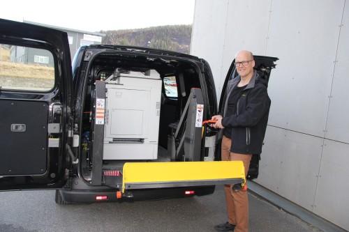 -Inventum RTD har fått festet på en lastelem, lik den rullestolbrukere bruker. På den måten får vi fraktet varene våre til kundene i nærområdet, sier Finn Løkås, daglig leder ved Inventum RTD.