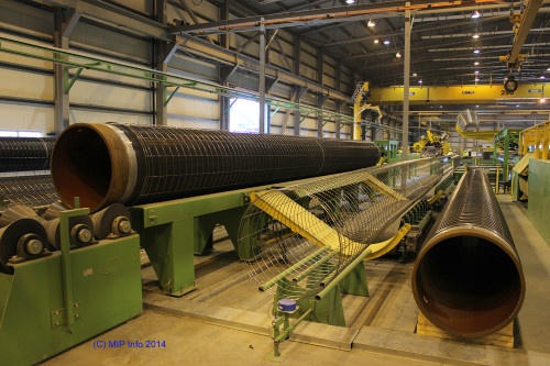 """""""The very positive reception we received from the industrial environments in Mo i Rana resulted in us concluding a contract of intent for establishment here. This gave us the opportunity to submit a good tender for the Polarled project,"""" says Colin Mather.  The picture shows application of reinforcement at the production plant."""