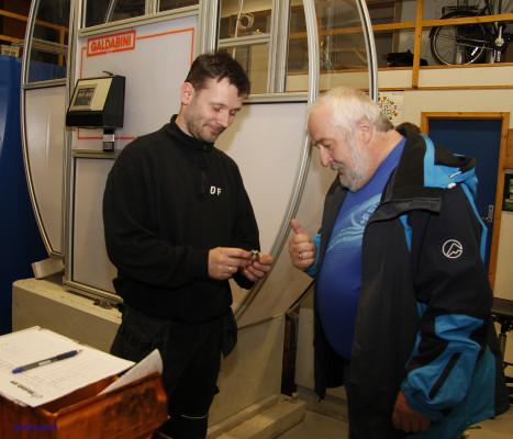 Grotnes Steel AS er en av materialtestingsavdelingens største kunder. Her er Dan Frede Dahl sammen med Per Fagermo fra Grotnes Steel AS.