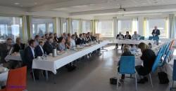 Onsdag 2. september besøkte statsminister Erna Solberg først Mo Industripark, der hun møtte en rekke ledere i næringsliv og offentlig forvaltning til informasjon og debatt.