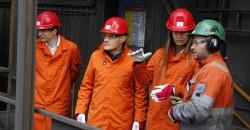 De to russiske hospitantene Tatyana Hodykina og Evgeny Ilinykh fikk under oppholdet en omvisning inne i stålverket til Celsa Armeringsstål AS. Peter Stjernen (f.v), Evgeny Ilinykh, Tatyana Hodykina og personal-/HMS-sjef ved Celsa Armeringsstål AS, Petter Venes Skatland.