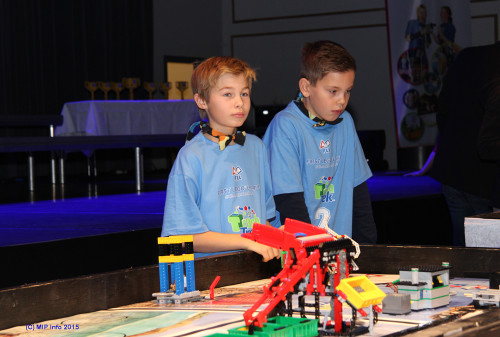 Isak Bullvåg (t.v.) og Mattias Grønning, fra Team Future 2, Lyngheim barneskole