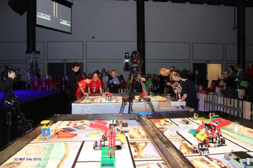 Konkurransebordet der lagene skulle vise sine ferdigheter i programmering og kjøring av roboten.