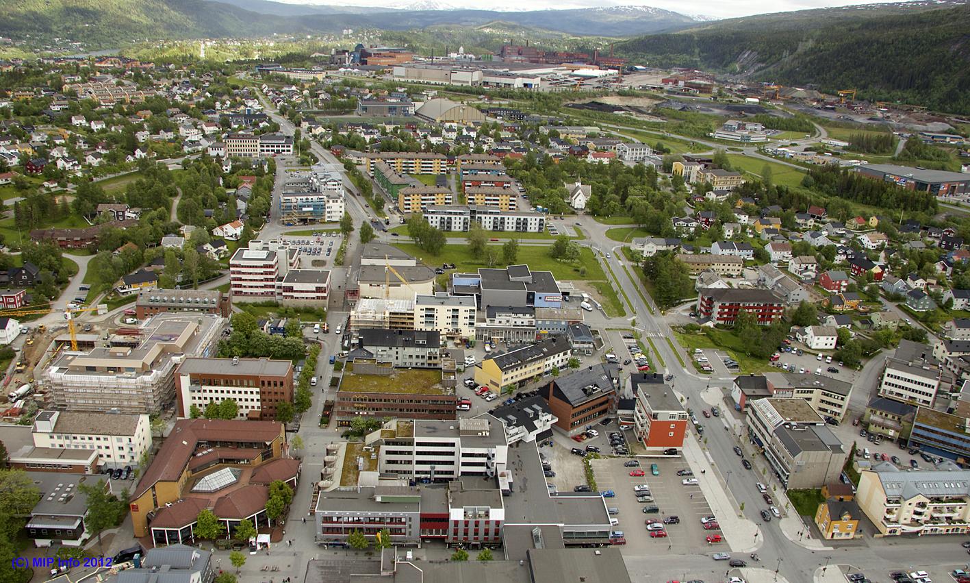 Mo sentrum, med Mo Industripark i bakgrunnen