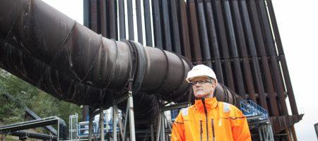 Terje Sund-Olsen, daglig leder ved Mo Fjernvarme AS, forteller at målet om 99 prosent gjenvinning av råvarer fra industrien ble nådd både i 2012 og i 2014.