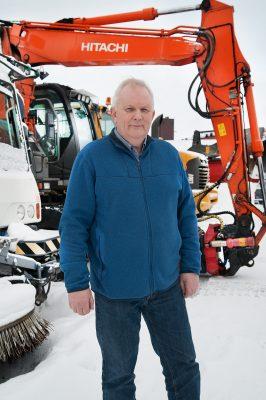 Anleggs-Service var først i landet til å investere i en feiebil med siste teknologi, som fjerner støv også på vinteren, sier daglig leder Kjell Lund.
